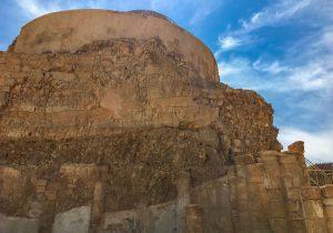 Blick hoch zur Festung Masada in Israel