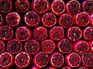 Leckere Granatäpfel auf dem Carmel Market in Tel Aviv