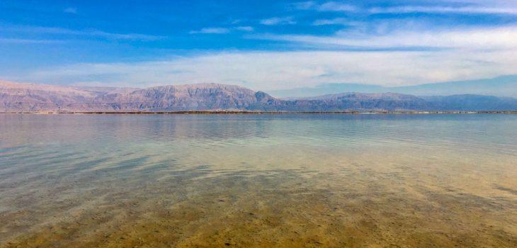 Ein Blick über das Tote Meer in Israel