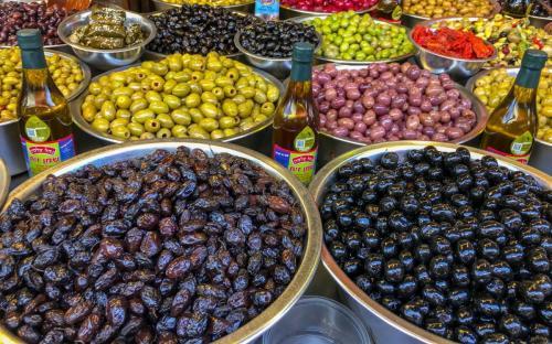 Leckere Süßigkeiten auf dem Carmel Market in Tel Aviv