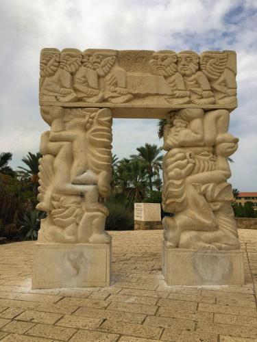 Tel-Aviv-Jaffa-Statue-of-Faith