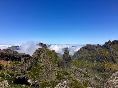 Ausblick am Pico do Arieiro auf Madeira